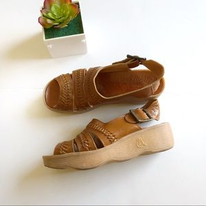 Famolare Get There Leather Sandal Size 6 1/2